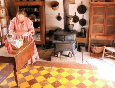 Land Between The Lakes The Homeplace 1850s Working Farm Kitchen